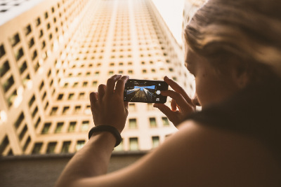 taking picture of a building with a mobile device